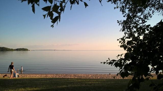 Olosuhteet pari tuntia ennen lähtöä majoituspaikkanne läheisellä rannalla. Tuolla vastarannalla pitäisi olla joskus aamuyöstä..
